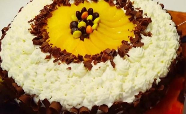 Пошаговый рецепт бисквитного торта с фруктами