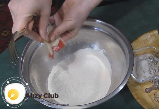Все сухие ингредиенты для теста перемешиваем в одной миске.
