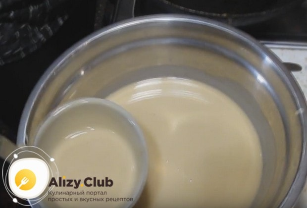 Перед выпеканием блинов дайте тесту немного настояться.