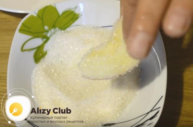Яблочная начинка для пирога из дрожжевого теста готовится предельно просто.