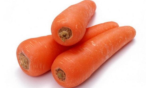 Приготовьте украшение для морковного торта со сметанным кремом