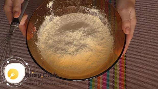 Смотрите простой рецепт пирога с рыбной консервой и картошкой