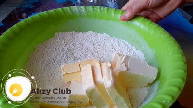 Смотрите как приготовить пирог с рисом и рыбными консервами по простому рецепту.