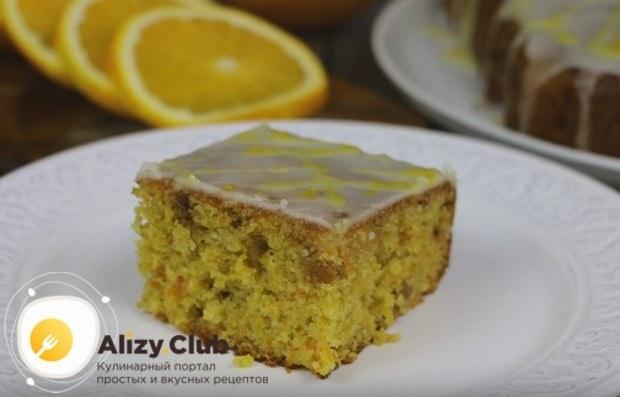 Традиционно такие пироги украшают глазурью.