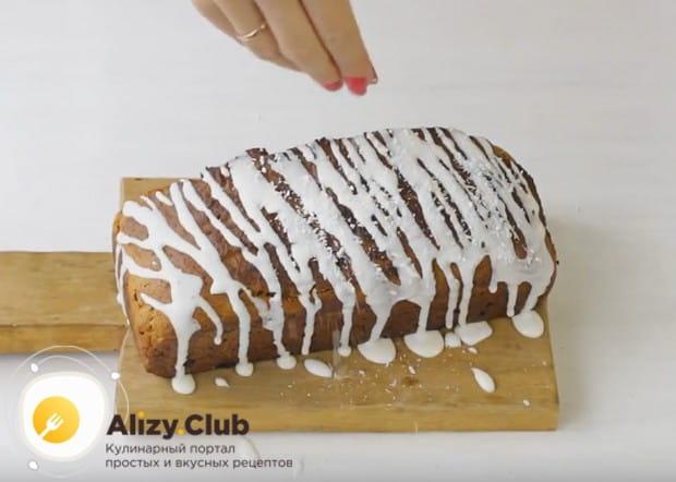 Украсить такой десерт можно помадкой, кремом, посыпать орехами или фруктами.