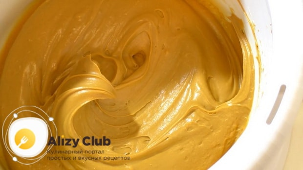 Попробуйте приготовить крем для торта из сгущенки и масла