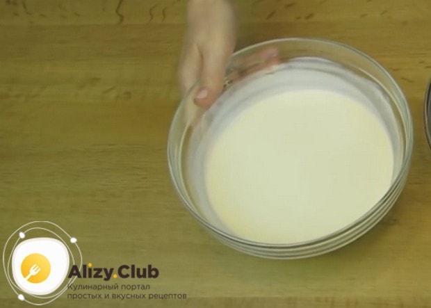 Сливки для крема надо хорошо нагреть.