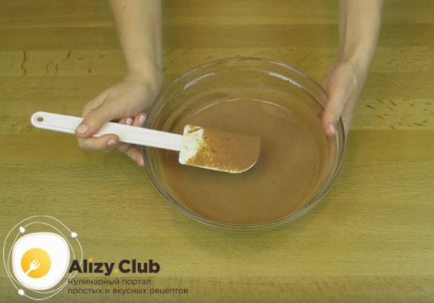 Такую заготовку для крема важно поставить в холодильник перед взбиванием.