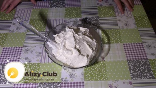 Вкусный крем из маскарпоне для приготовления торта готов.
