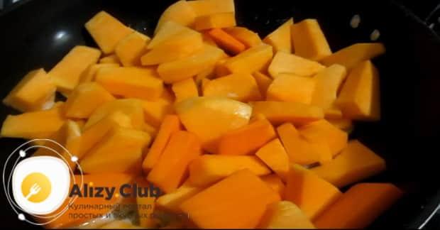 Для приготовления каши с тыквой подготовьте ингредиенты.