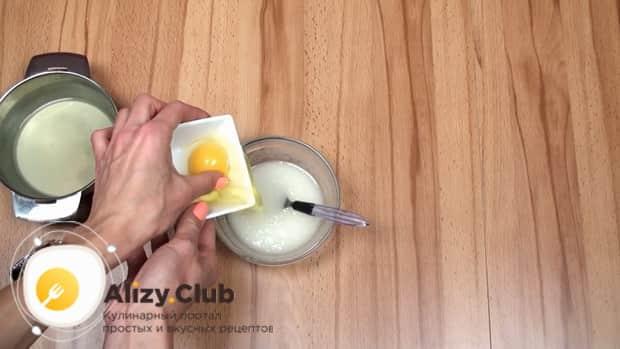 Для приготовления макового кекса добавьте в глазурь белок.