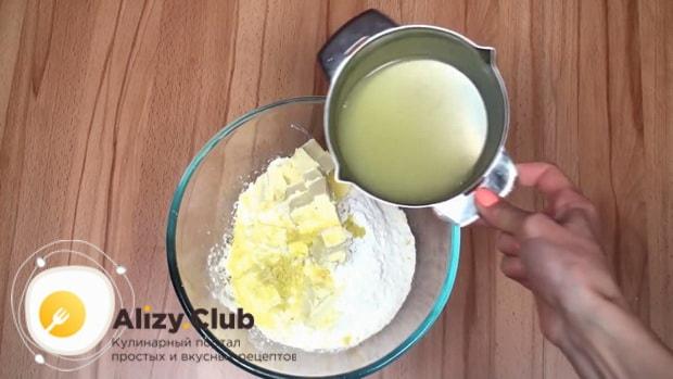 Для приготовления макового кекса добавьте лимонный сок в тесто.