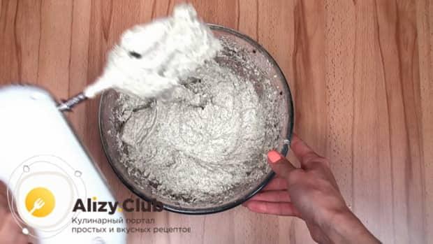 Для приготовления макового кекса приготовьте тесто.