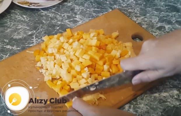 По этому простому рецепты вы сможете приготовить вкусные манты с тыквой и фаршем.