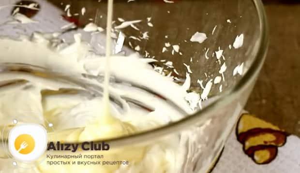 Добавьте сгущенку в масляный крем.