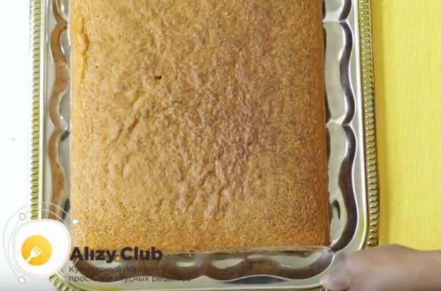 Остывшее изделие извлекаем из формы и перекладываем на блюдо или поднос.