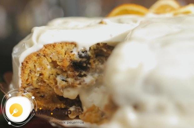 Шикарный морковный торт с маскарпоне и грецким орехом готов.