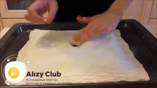 прокалываем пирог вилкой в нескольких местах