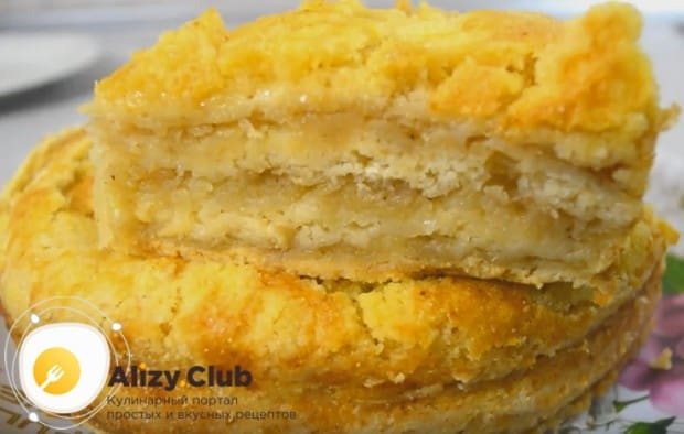 Такой насыпной пирог можно приготовить с творогом и яблоками, добавив в процессе формирования изделие слой сладкого творога.