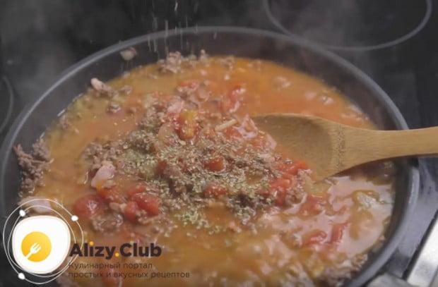 Последовательность приготовления спагетти с соусом болоньезе вы можете сверить с нашим рецептом с фото.