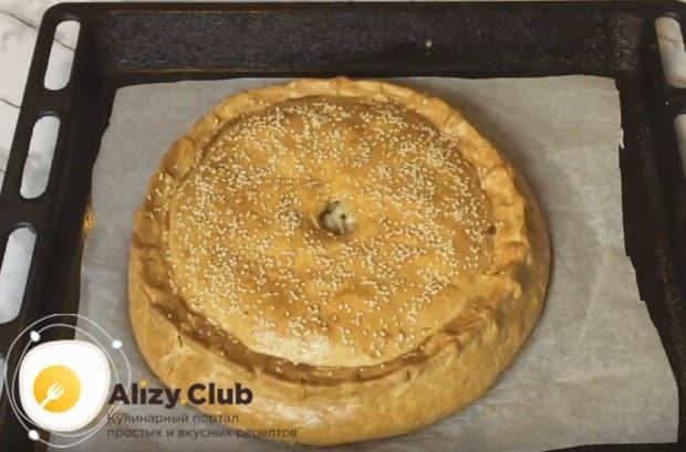 Печься пирог с картофелем и мясом в духовке будет около часа.