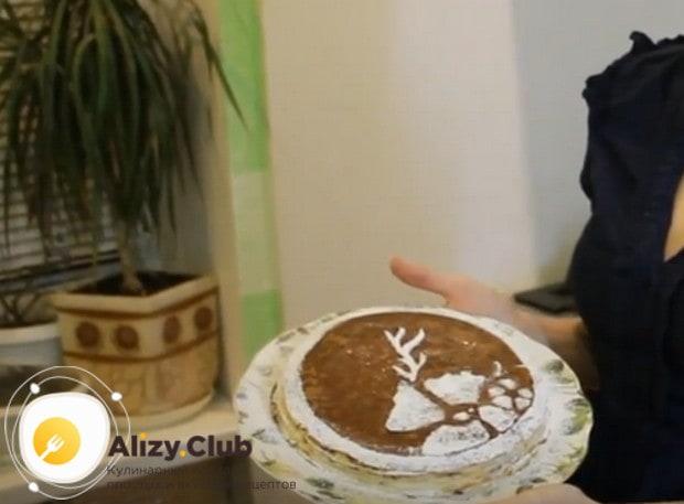 Украсить такой тортик можно какао или шоколадной стружкой.