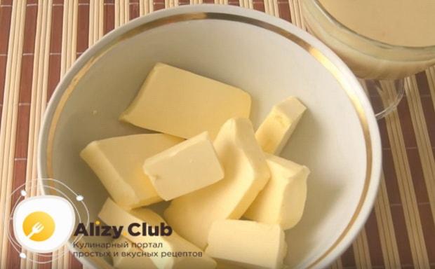 нарезаем масло кубиками