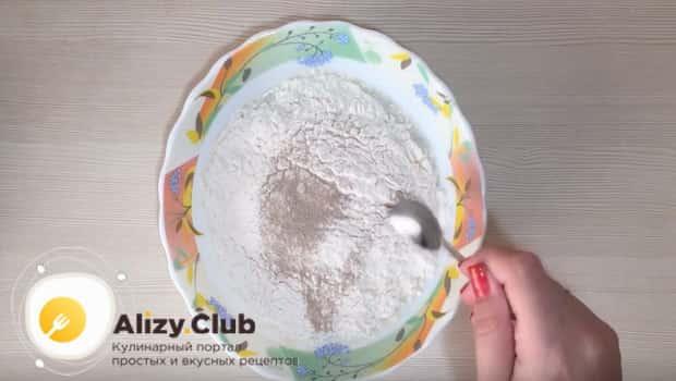 Готовим тесто для пирога с капустой и грибами