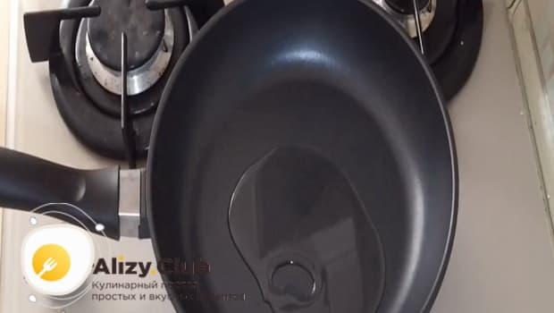 Начинку готовим на сковороде