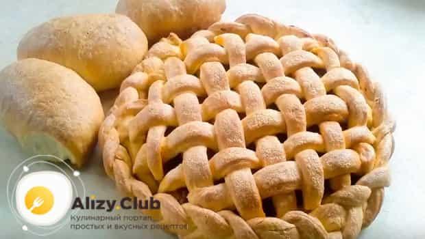 Пирог с капустой и грибами в духовке готов к подаче на стол