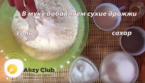 добавляем соль и сахар