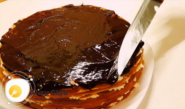 Как приготовить шоколадный блинный торт с творожным кремом по подробному рецепту