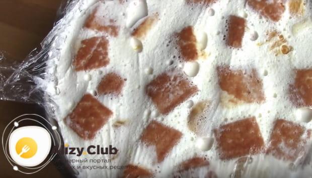 Приготовление желейного торта с фруктами и бисквитом в домашних условиях