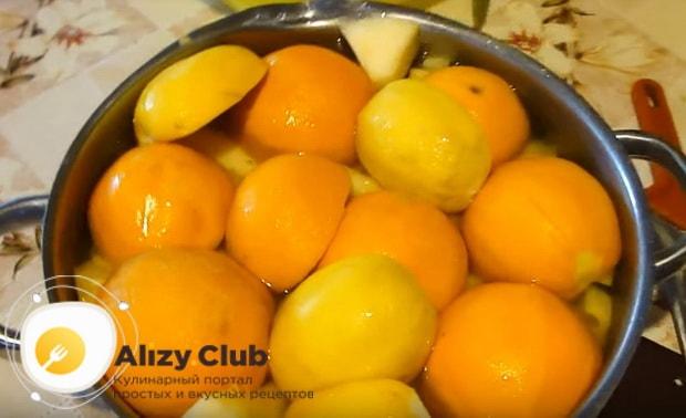 заливаем тыкву и апельсины водой