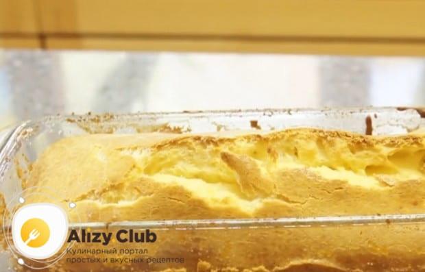 Готовность пирога можно проверить при помощи зубочистки.