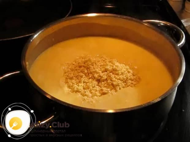 Для приготовления пшенной каши с тыквой на молоке, соедините все ингредиенты.