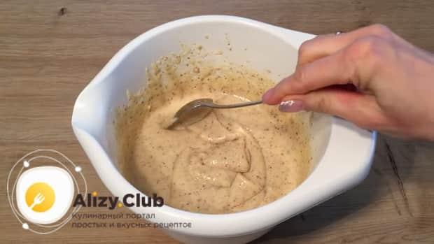 Для приготовления маффинов с вишней, смешайте ингредиенты для теста.
