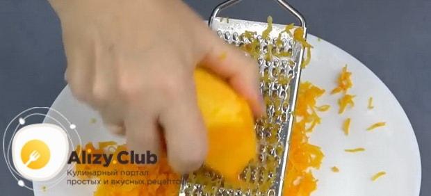 По рецепту, для приготовления манник на кефире натрите тыкву