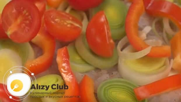 Режем лук,перец, помидоры
