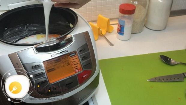 По рецепту. для приготовления молочной рисовой каши в мультиварке. добавьте молоко.