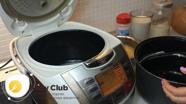 По рецепту для приготовления пшенной каши с тыквой в мультиварке смажьте чашу маслом.