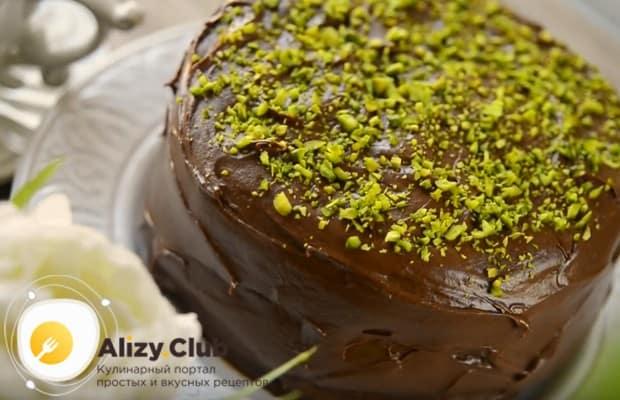 Посмотрите также, как можно украсить шоколадный торт.