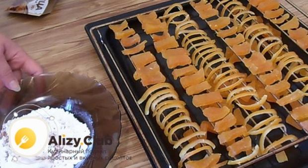 Цукаты из тыквы и апельсина практически готовы. по рецепту осталось обвалять из в сахарной пудре.
