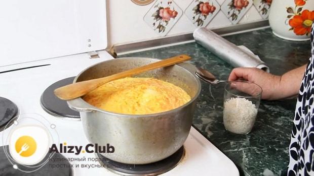Перед тем как сварить рисовую молочную кашу с тыквой замочите рис.