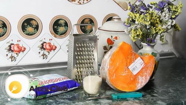 Перед тем как сварить рисовую молочную кашу с тыквой, подготовьте все ингредиены.