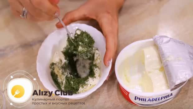 Смешиваем зелень с сыром