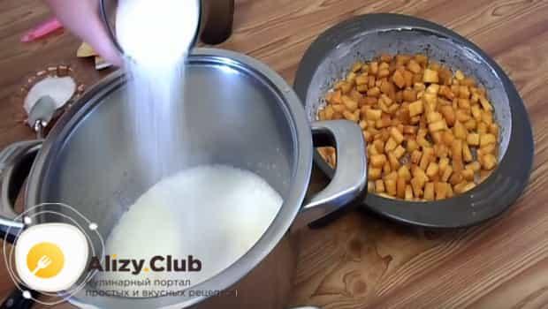 Добавляем в тесто сахар