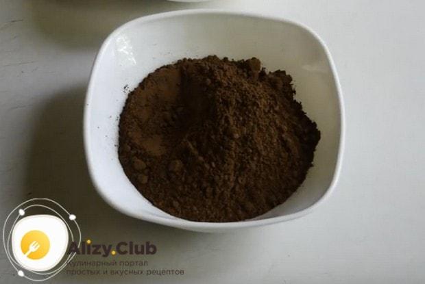 Возьмите на заметку также простой рецепт шоколадной глазури для торта из какао-порошка и молока.