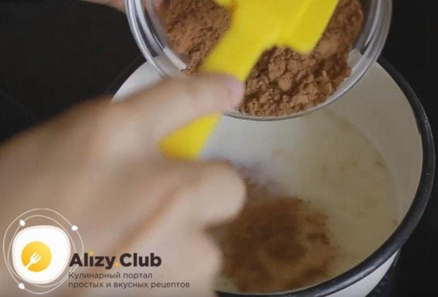 В подогретое молоко добавляем сахар, желатин и какао.