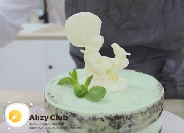Посмотрите также, как красиво можно украсить бисквитный торт.